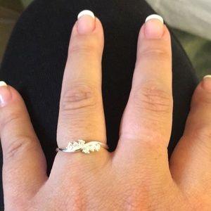 Jewelry - Unique cz ring